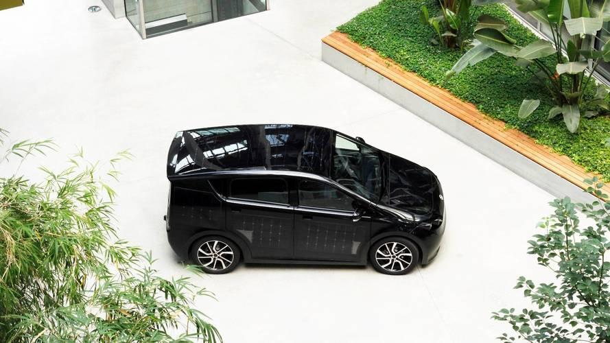 Auto elettrica, la Sion a energia solare in tour per l'Italia