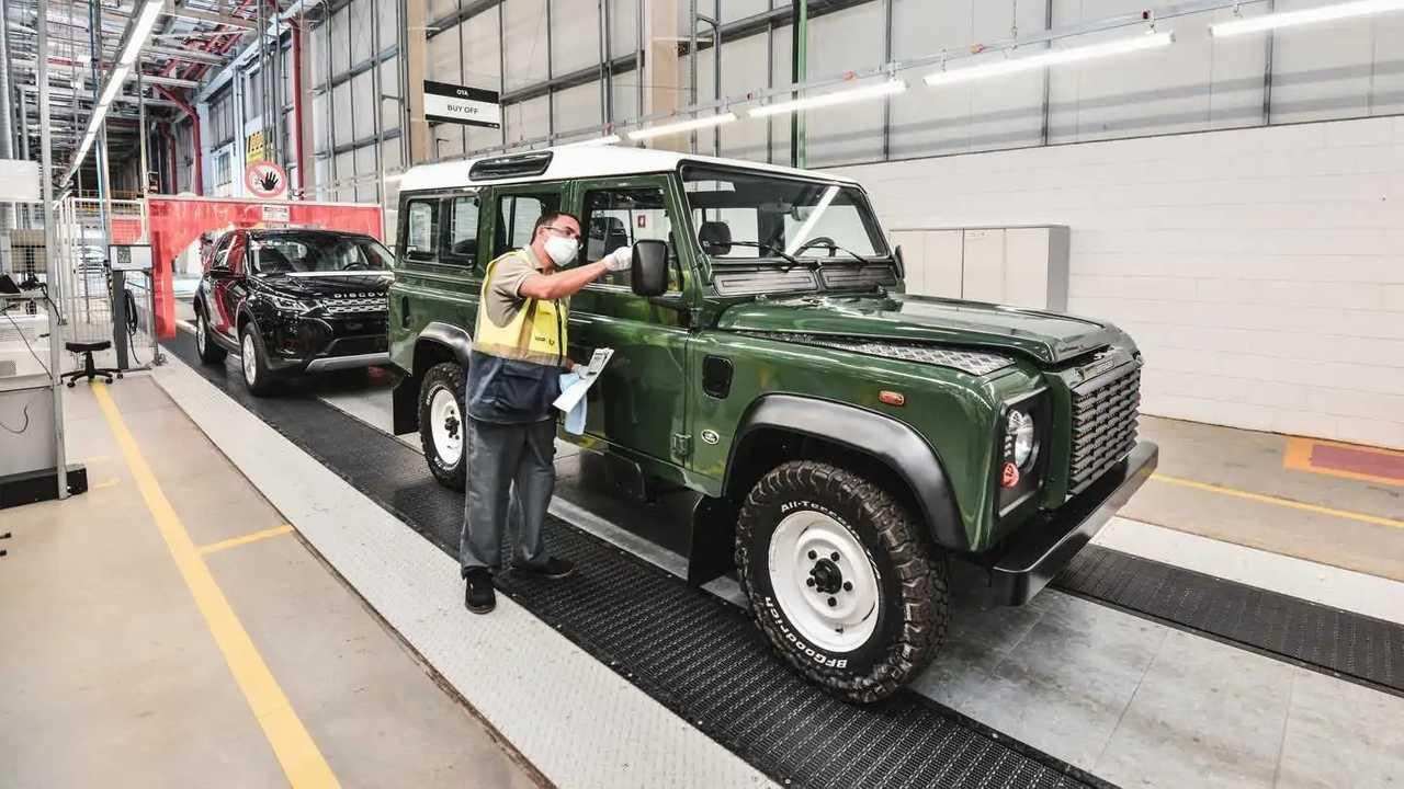 Land Rover Defender no Centro de Restauração de Itatiaia