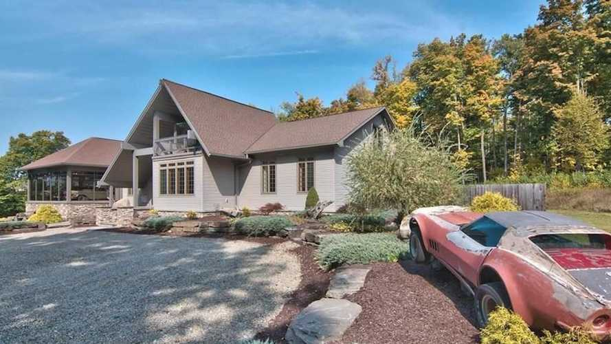 This totally normal-looking house for sale has a 25-car garage