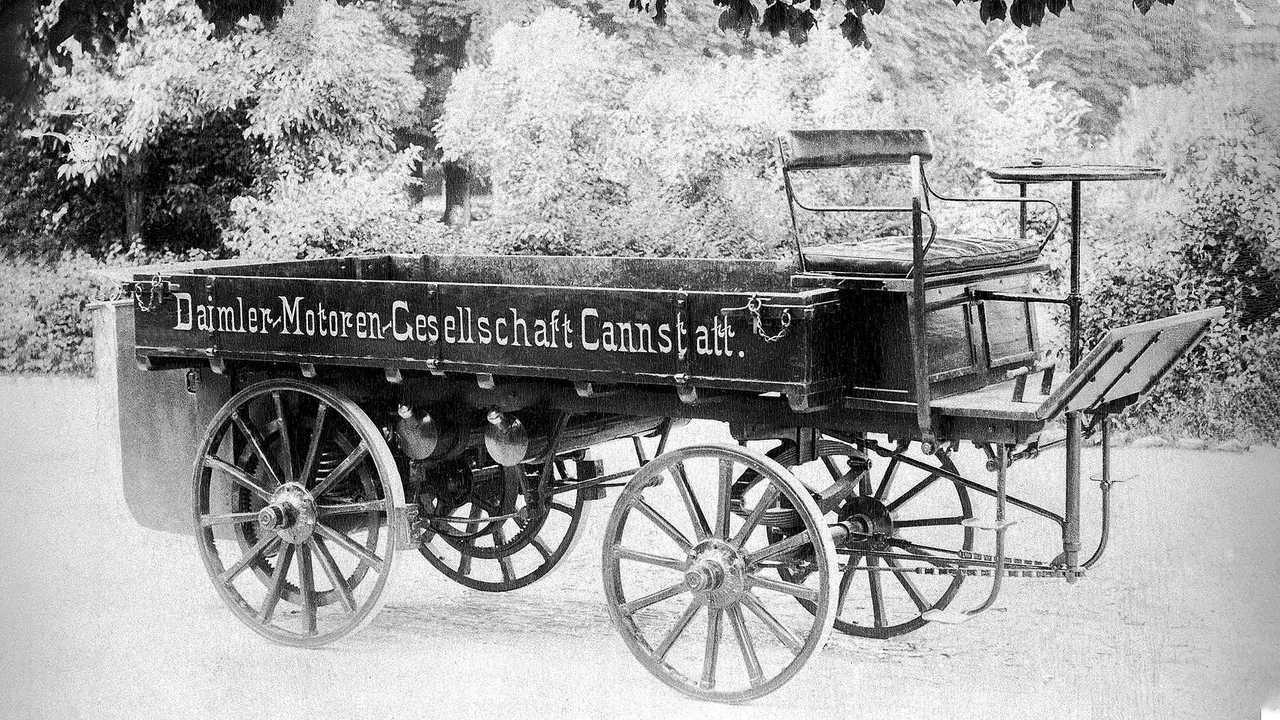 Der erste LKW von Gottlieb Daimler aus dem Jahr 1896