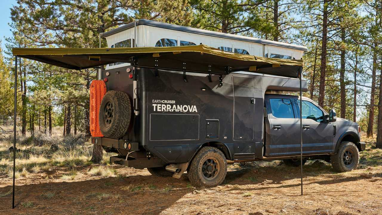 Earthcruiser Terranova Expedition Camper - Tenda laterale con tetto aperto