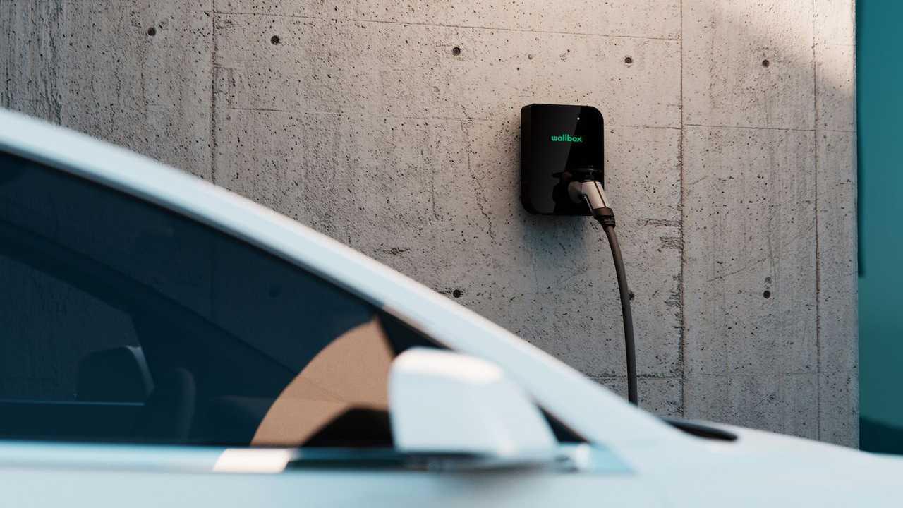 Elektrikli araç duvar şarj cihazı