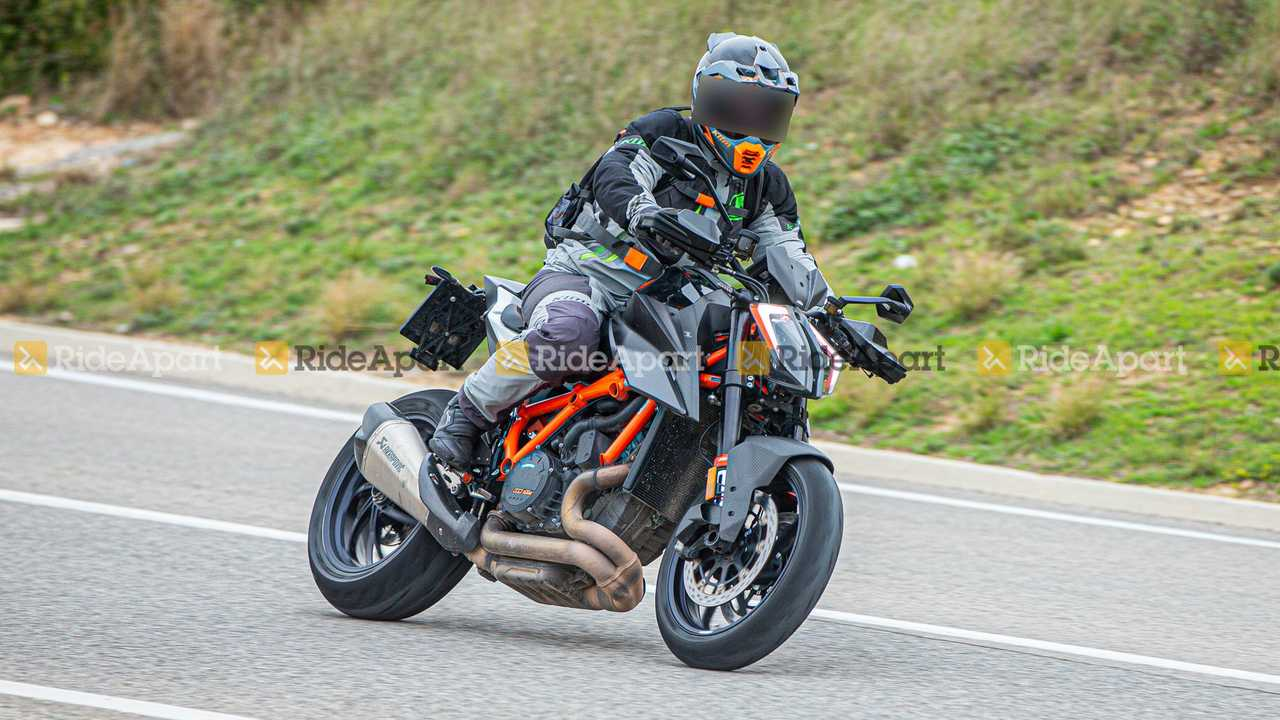 KTM 1290 Super Duke RR - Riding, Right Profile View
