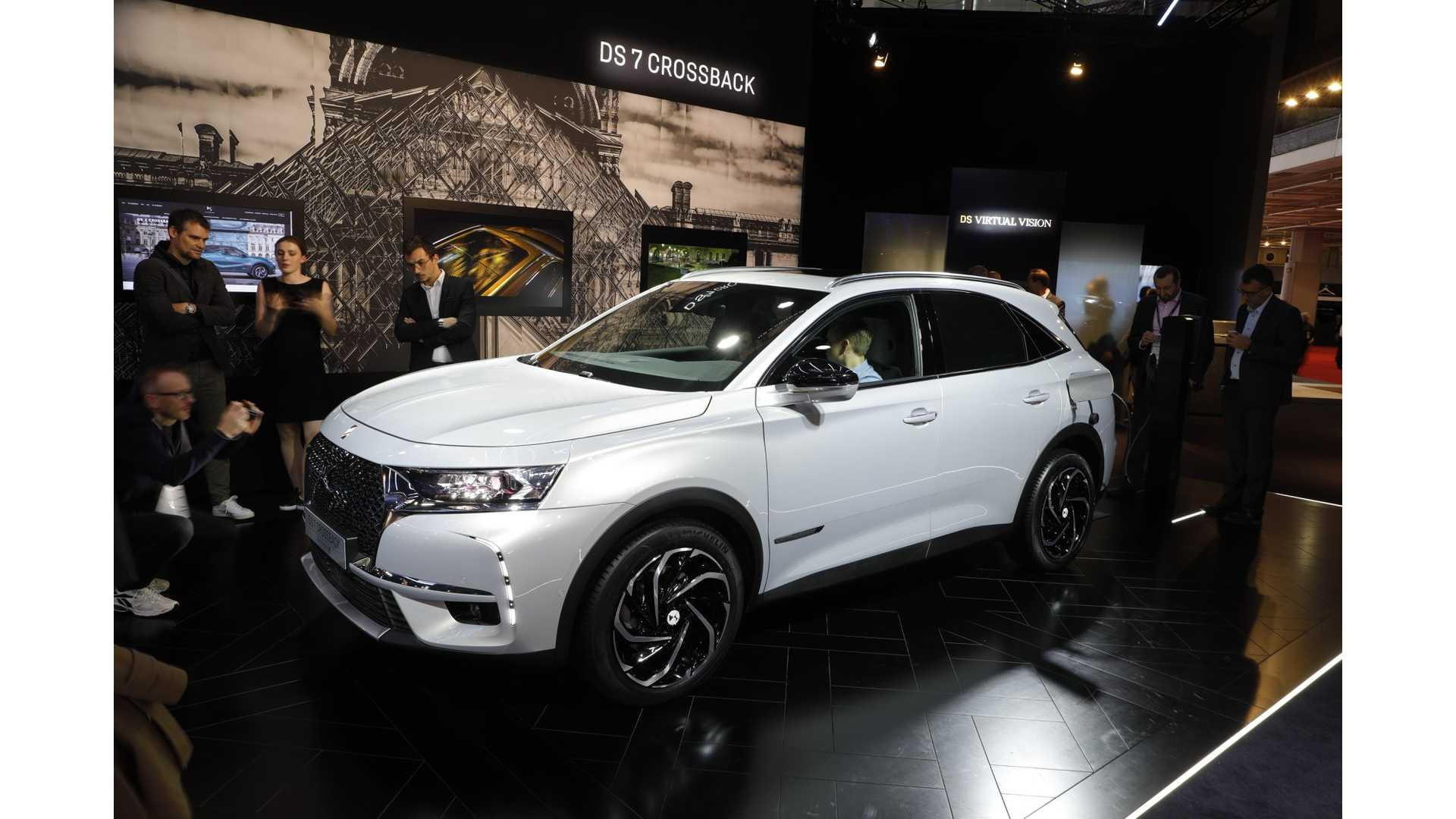 DS 3 Crossback E Tense Hits Stage In Paris s & Videos