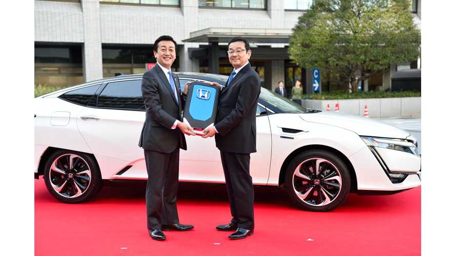 Honda Delivers First Clarity Fuel Cell Sedan In Japan