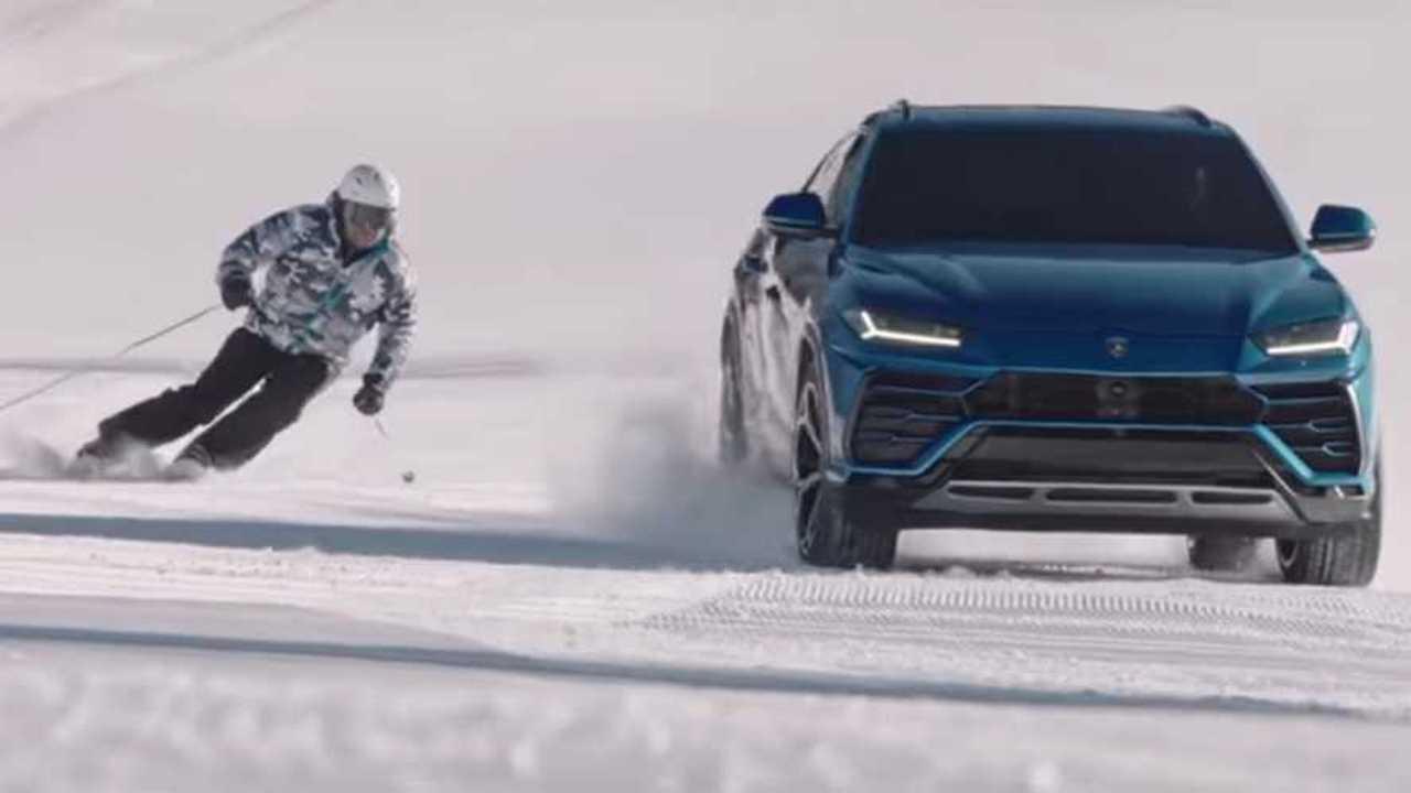 Copertina Lamborghini Urus sfida Alberto Tomba sulle piste da sci
