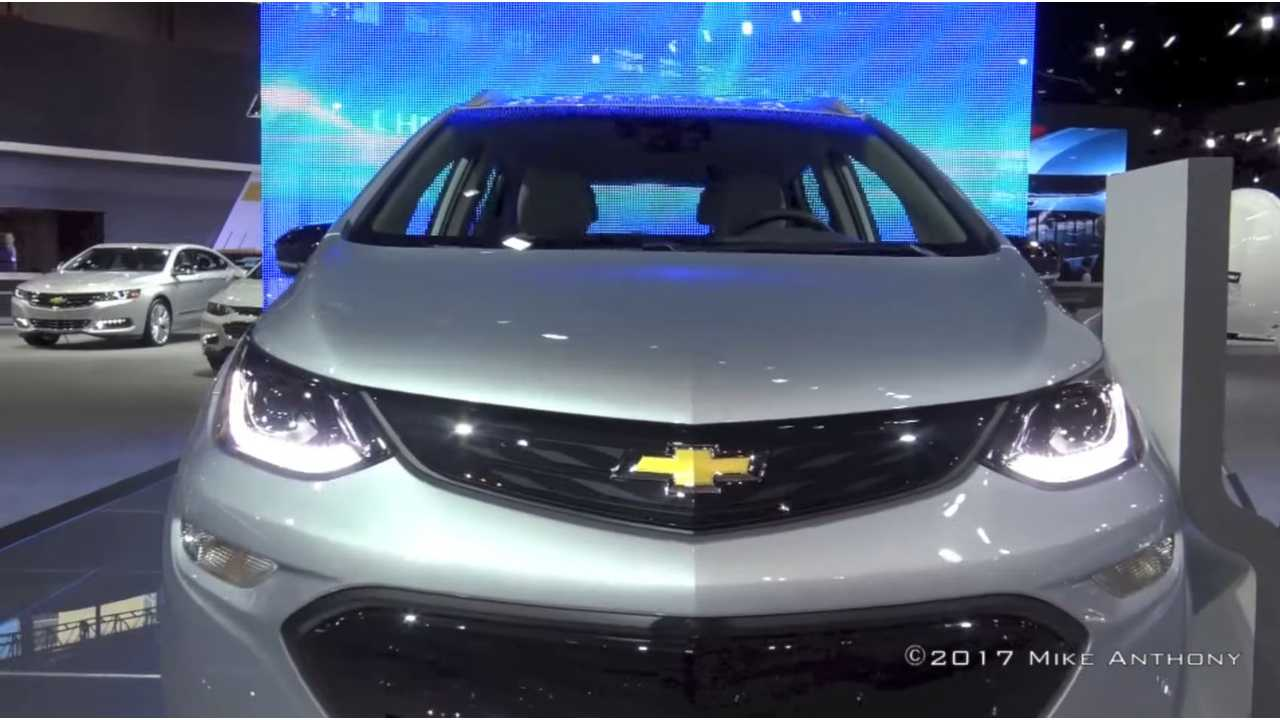Chevrolet Bolt Inside & Out At The 2017 Chicago Auto Show - Video