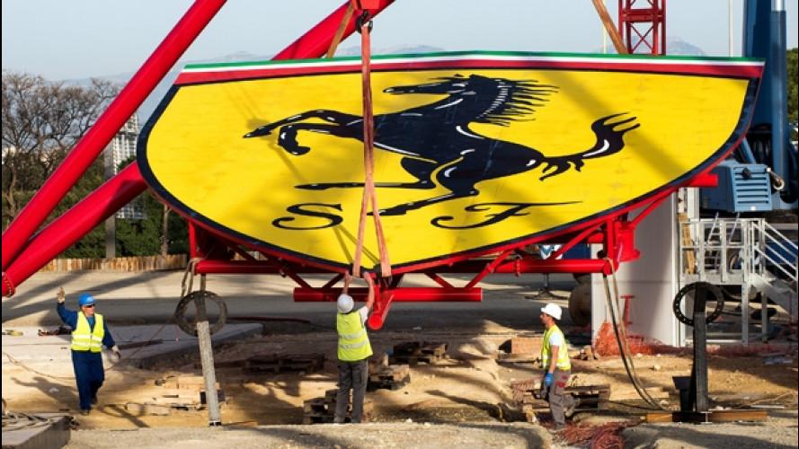 Ferrari, il mega-scudetto adesso svetta nel Parco divertimenti [VIDEO]