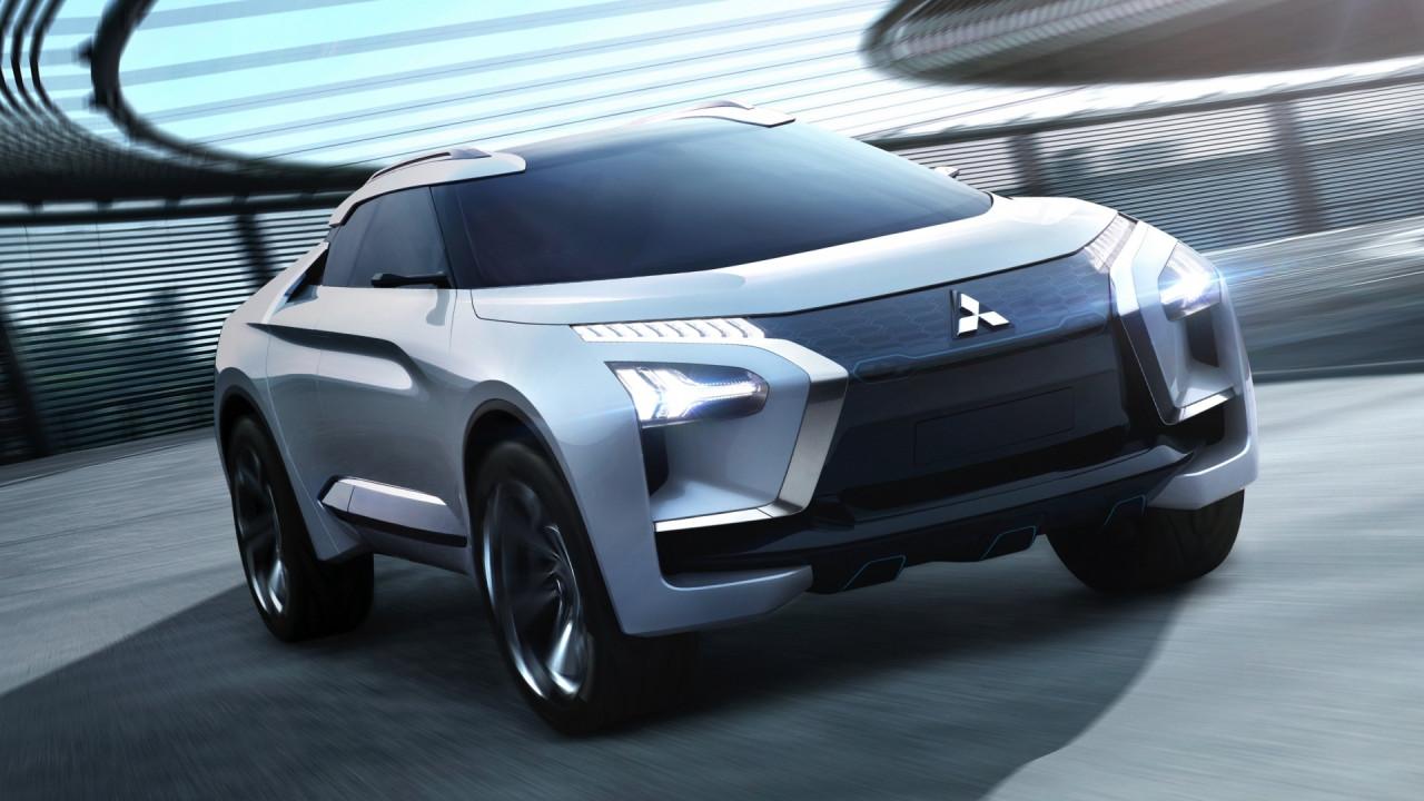 [Copertina] - Salone di Tokyo, la Mitsubishi e-Evolution ci insegna a guidare