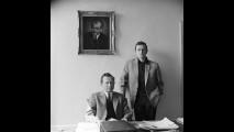 Ferry Porsche nel suo ufficio con il figlio Ferdinand Alexander Porsche - 1960