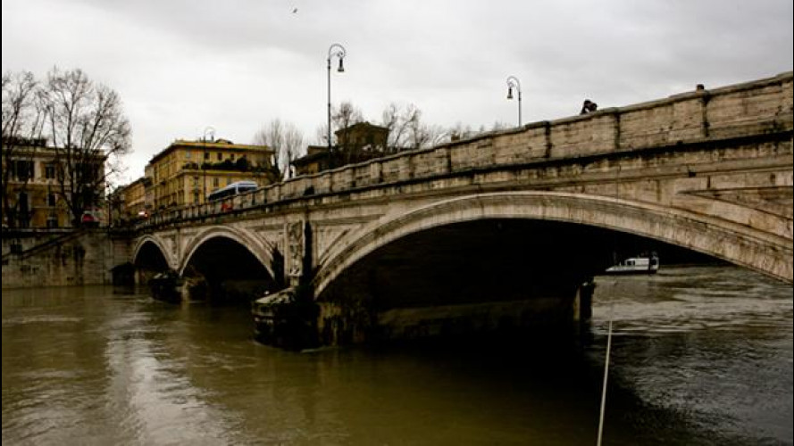 Piena del Tevere, ancora disagi a Roma: le modifiche alla viabilità