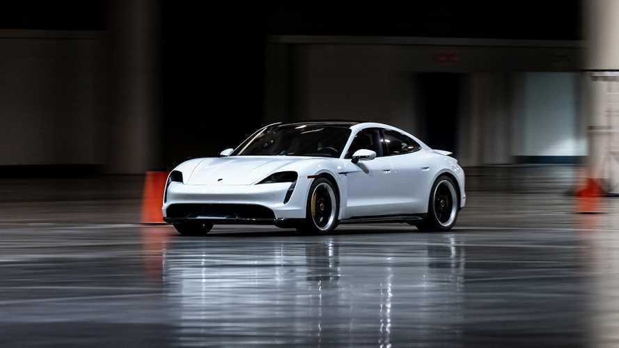 L'auto più veloce al coperto è la Porsche Taycan Turbo S
