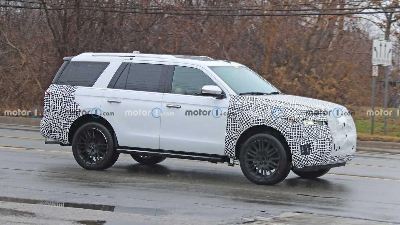 Шпионские фото Ford Expedition Hybrid, профиль