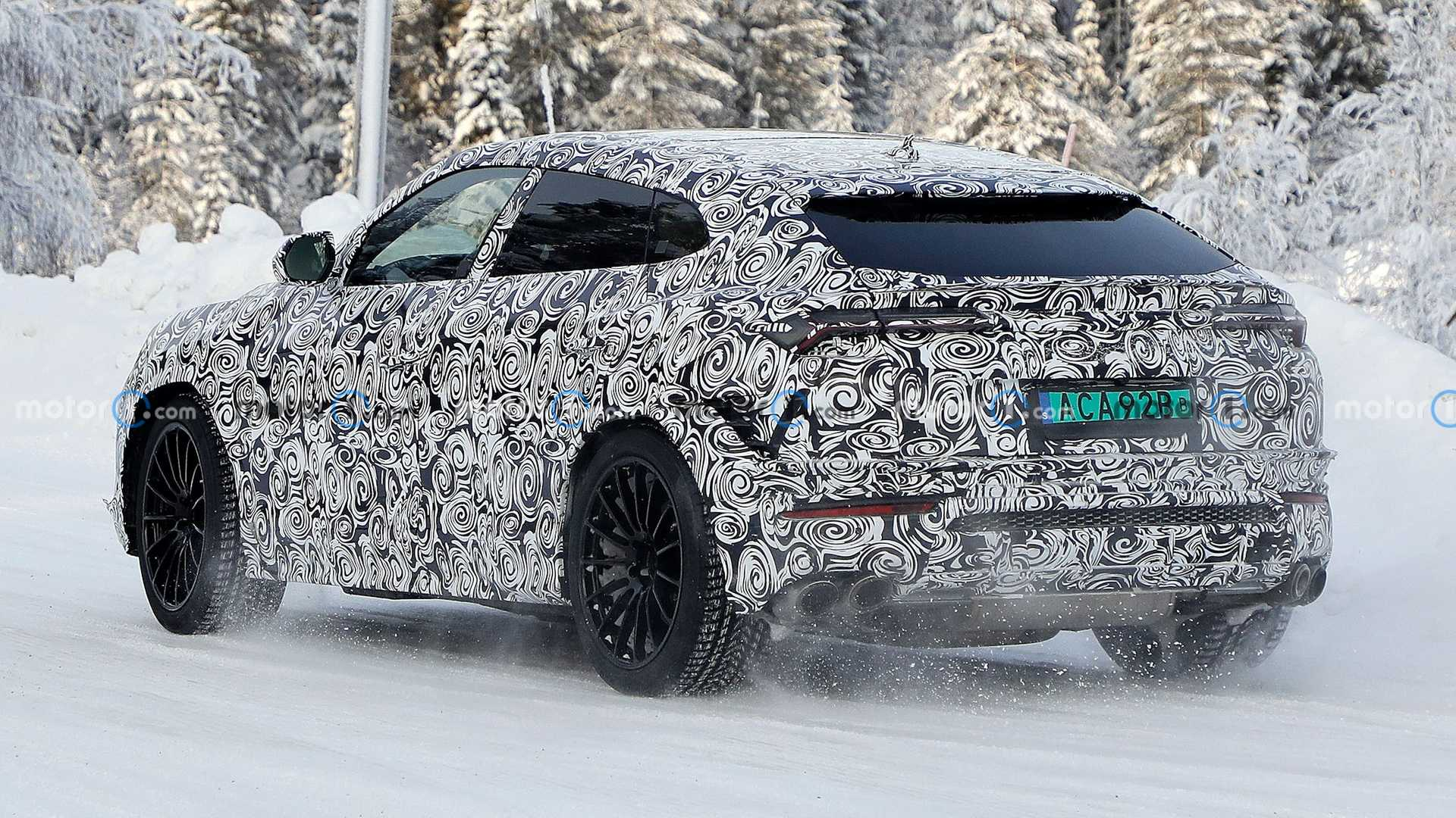 2022 Lamborghini Urus Evo Spy Photos