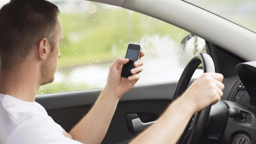 Bientôt la suspension de permis pour téléphone au volant ?
