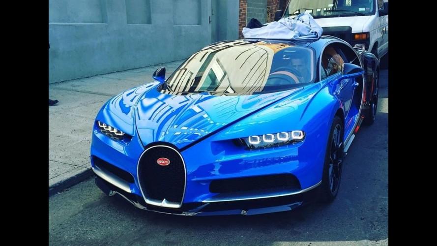 flagra  bugatti chiron de 1 521 cv aparece estacionado em rua de nova york