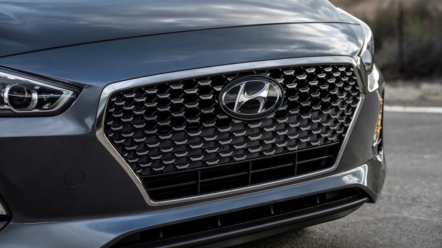 Hyundai Elantra GT 2018 ganha teasers antes da estreia em Chicago