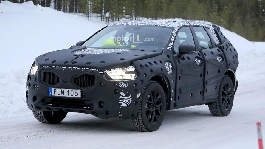 Yeni Volvo XC60 evinde test yaparken görüntülendi