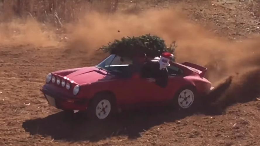 VIDÉO - Le père Noël roule en Porsche 911 Safari
