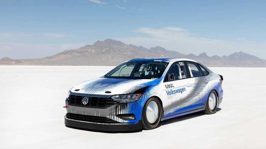 338 km/órás tempójával sebességrekordot döntött egy Volkswagen Jetta