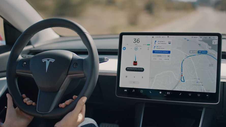 Tesla, ora l'Autopilot segue il navigatore