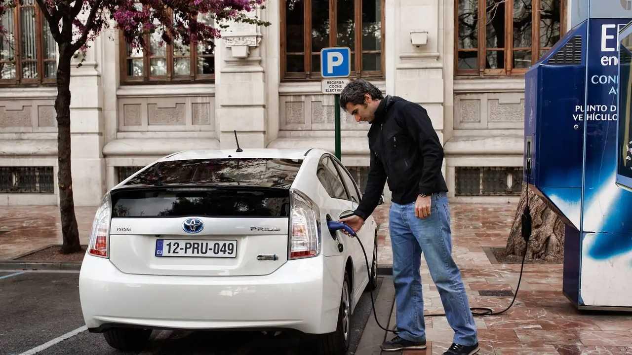Auto elettriche, le batterie si smaltiscono così