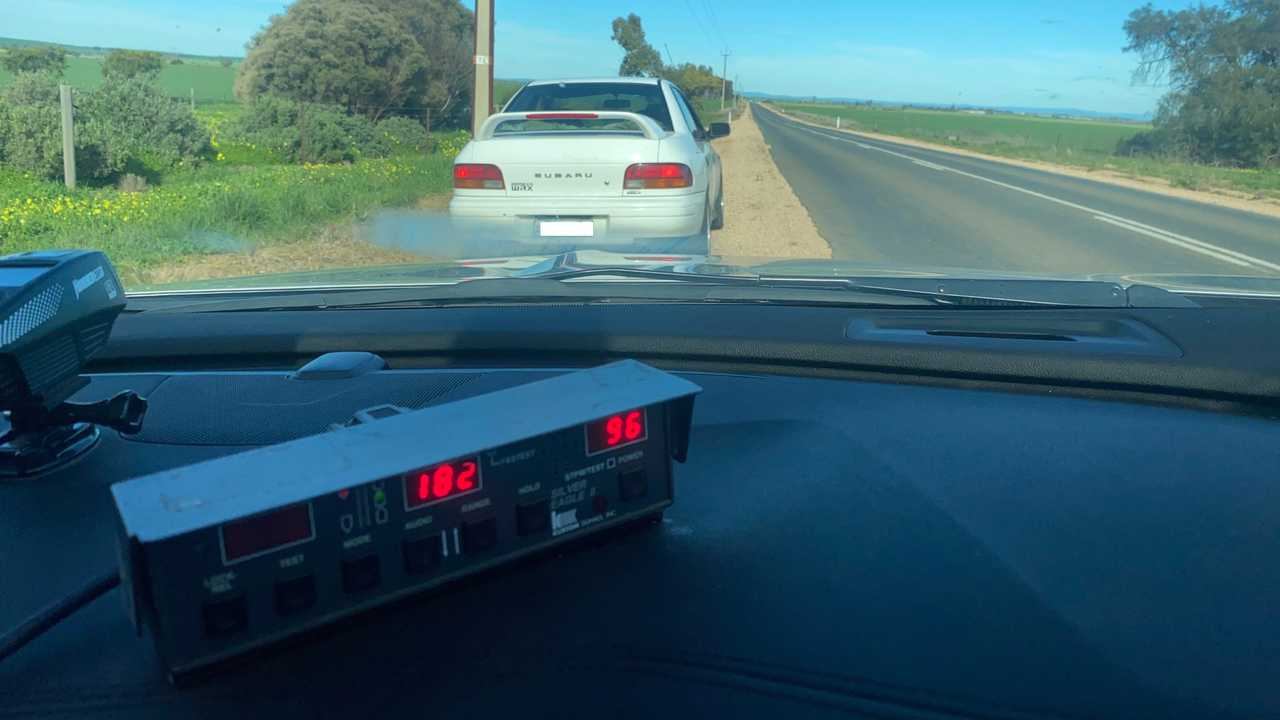 Дедушку на Subaru WRX поймали за превышение скорости