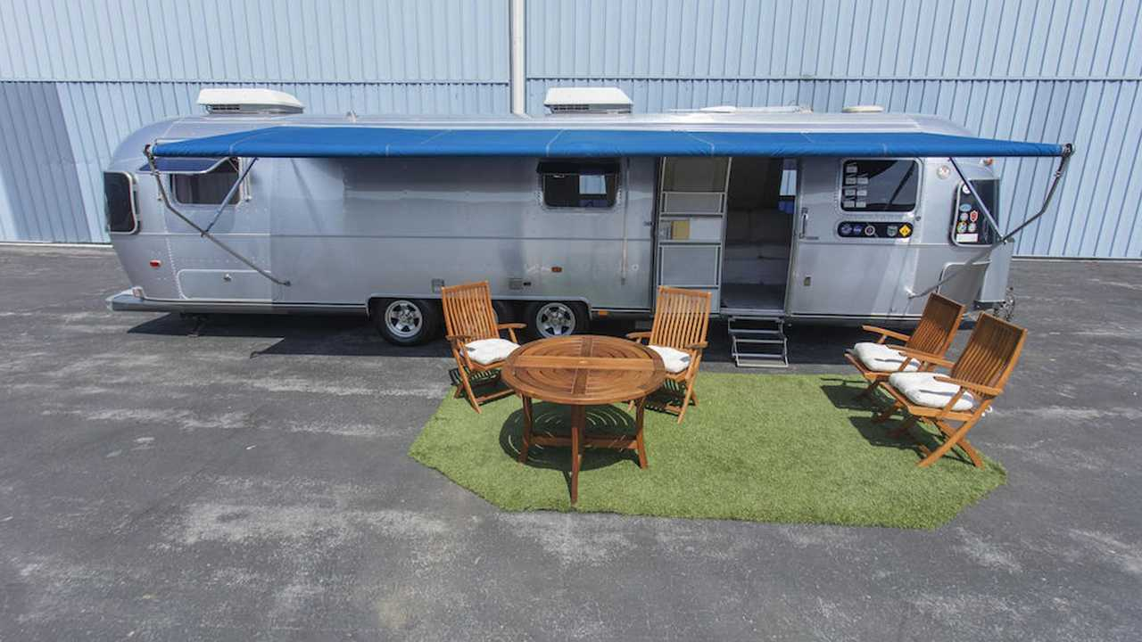 An exterior look at Tom Hanks' personal Airstream trailer used while filming numerous movies over a quarter century.