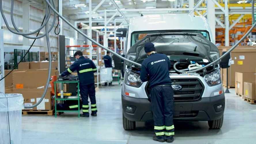 Nova Ford Transit começa a ser produzida para abastecer o Brasil