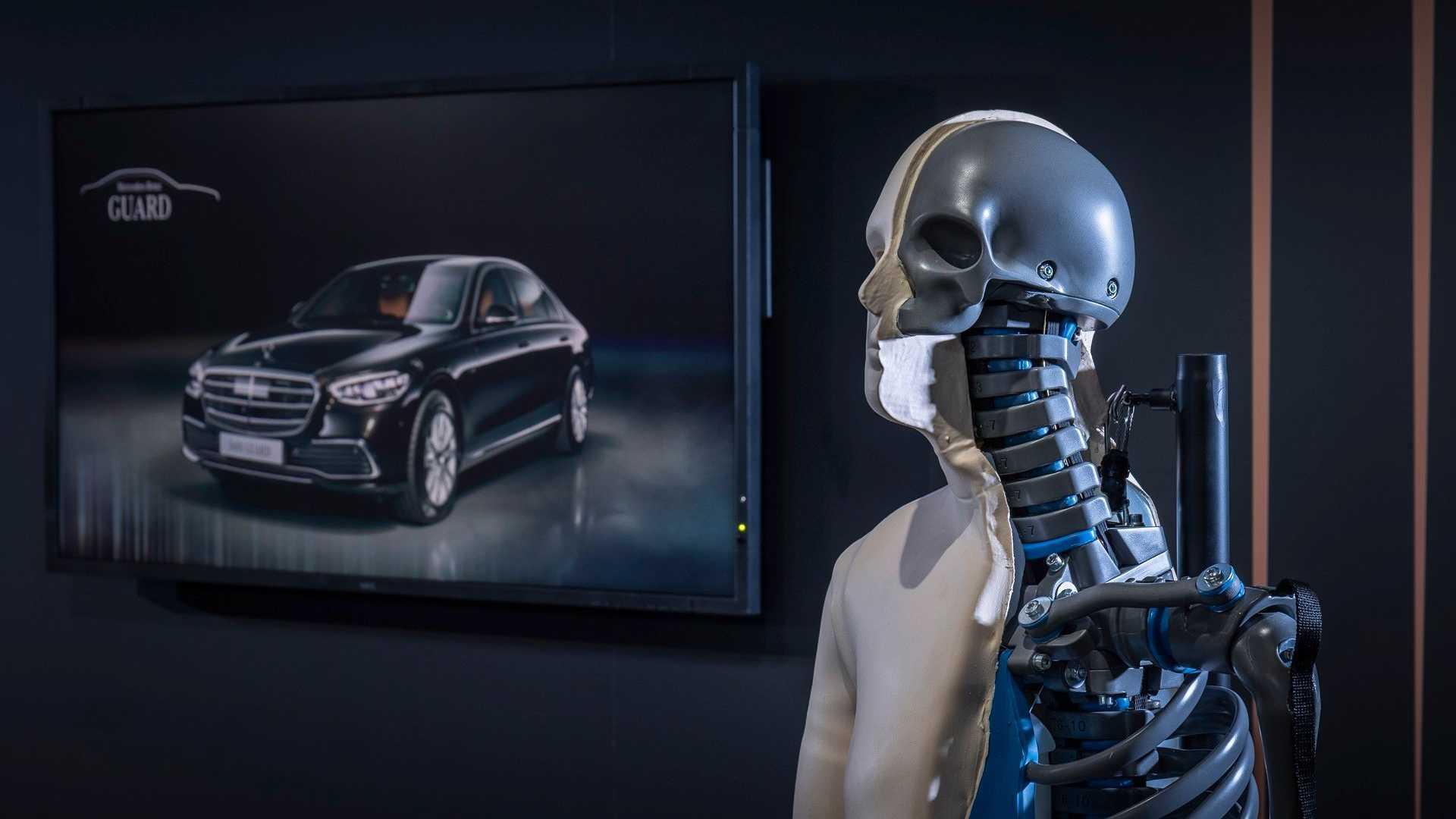 Mercedes presenta su nuevo tanque para Jefes de Estado 5