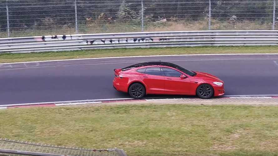 Több mint tíz másodpercet vert a Tesla Model S Plaid a Porsche Taycanra a Nürburgringen