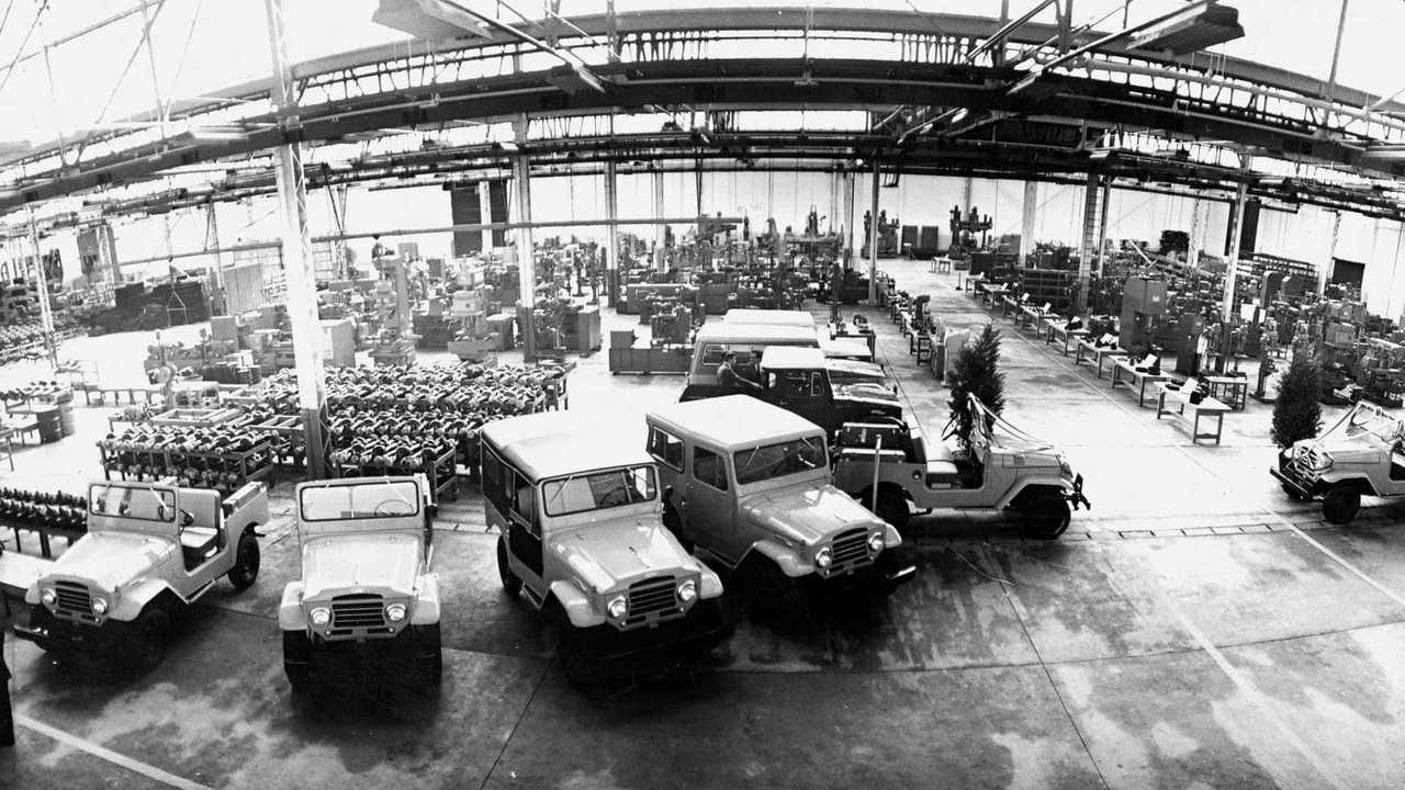 Interior da fábrica da Toyota em São Bernardo do Campo em 1962, produzido o Bandeirante