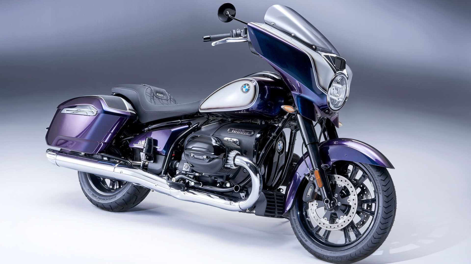 BMW R 18 B - Front Right Angle View Galactic