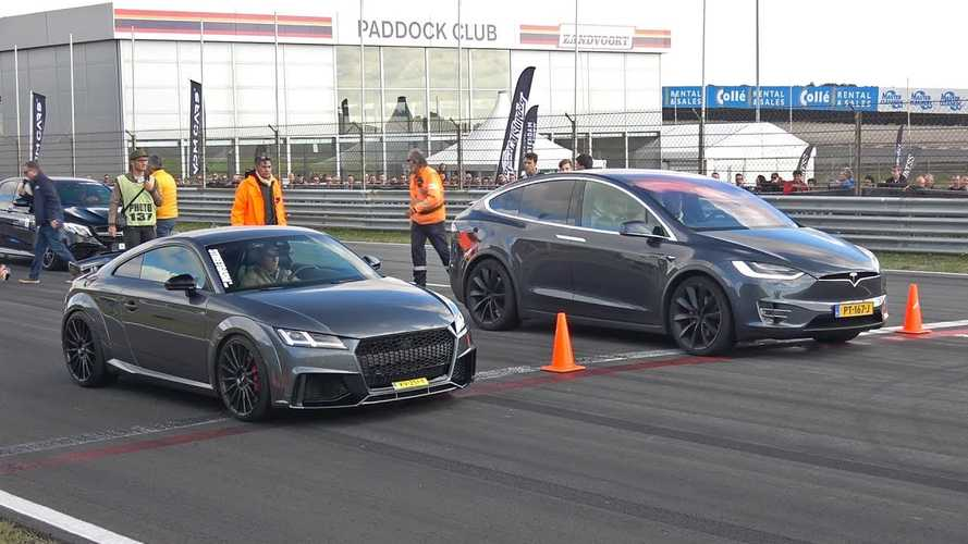 Watch Tesla Model X 100D Race 510-HP Audi TT-RS: Video