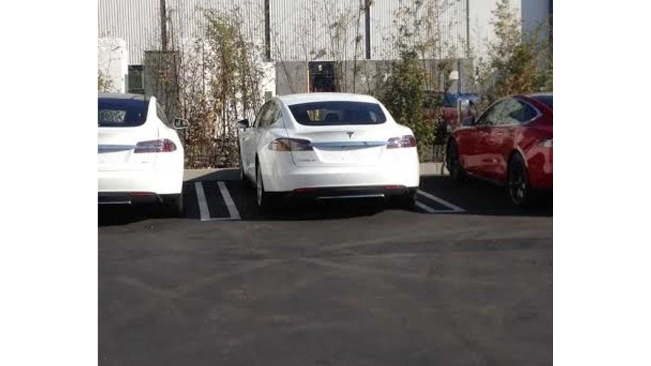 Spotted: Tesla Vehicles Heading To The NAIAS Includes The P85D & 85D