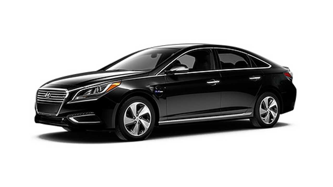 2016 Hyundai Sonata PHEV (<em>... in black)</em>