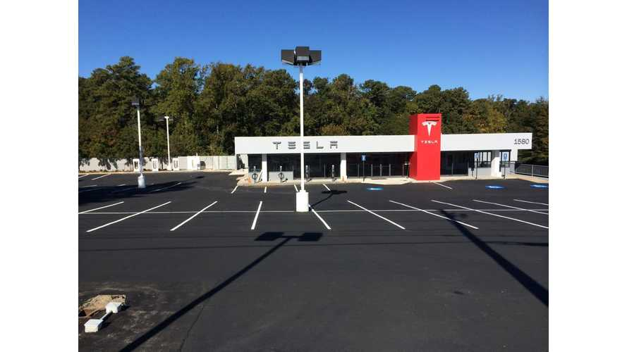 "Tesla Service Centers Get New ""Fast Lane"" To Address Minor Car Issues Quickly"