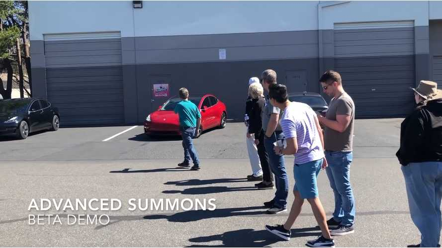 Tesla Enhanced Summon Demo Draws Big Crowd: Video
