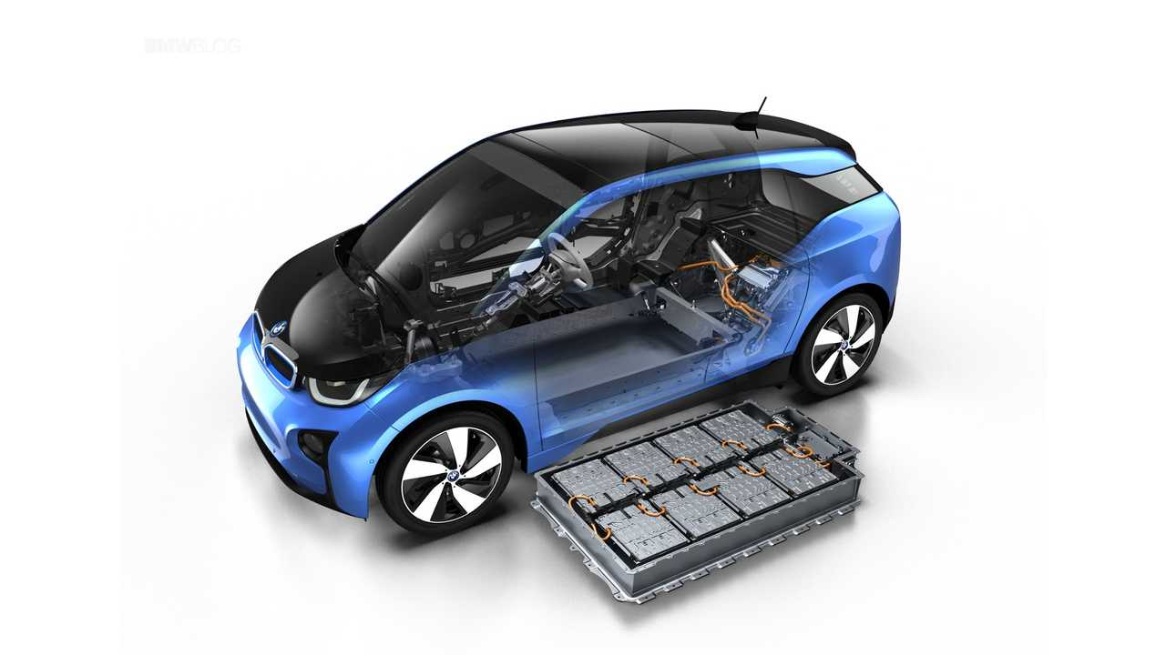 The 2017 Bmw I3 Got An Upgraded 33 4 Kwh Battery Good For 114 Miles Of