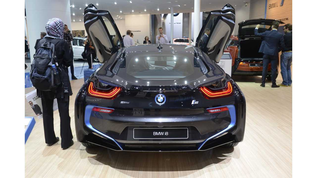 BMW i8 Spreading Its WIngs