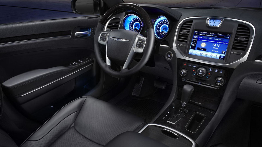 2011 Chrysler 300 officially unveiled