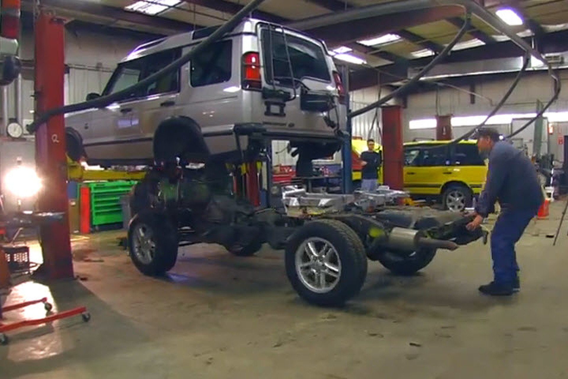 How To Swap A Land Rover Discovery Frame In Just 4 Minutes Video