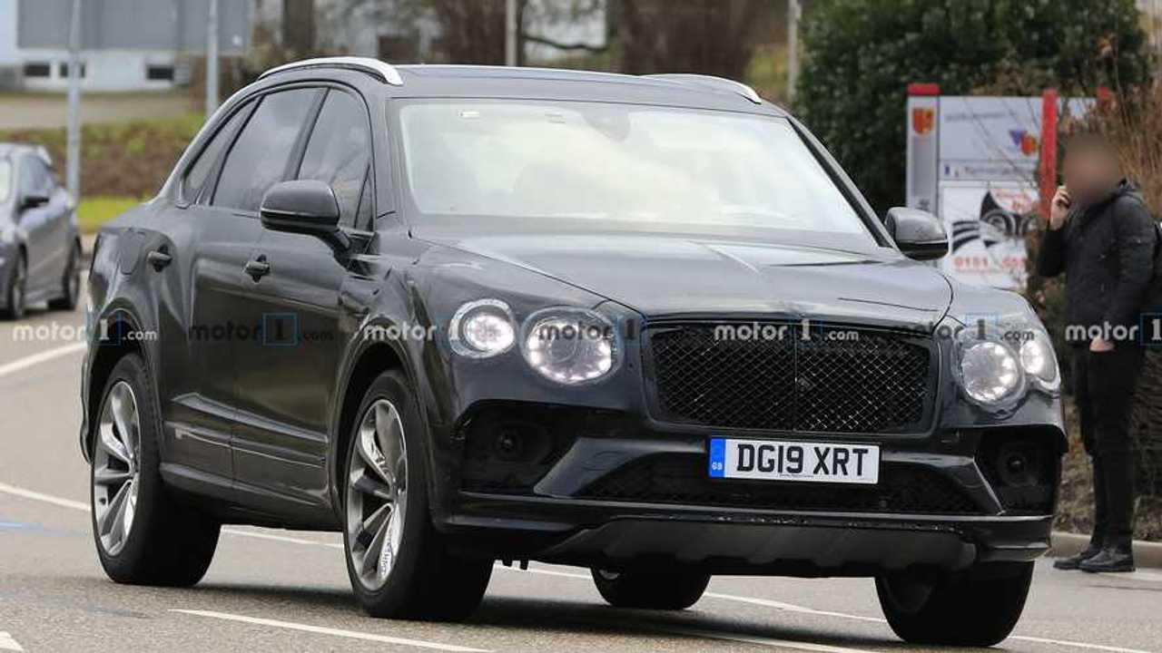Bentley Bentayga new spy photo