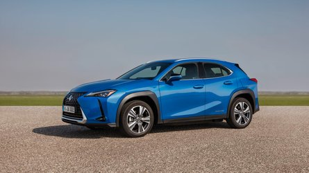 Lexus opens online reservations for UX 300e in UK