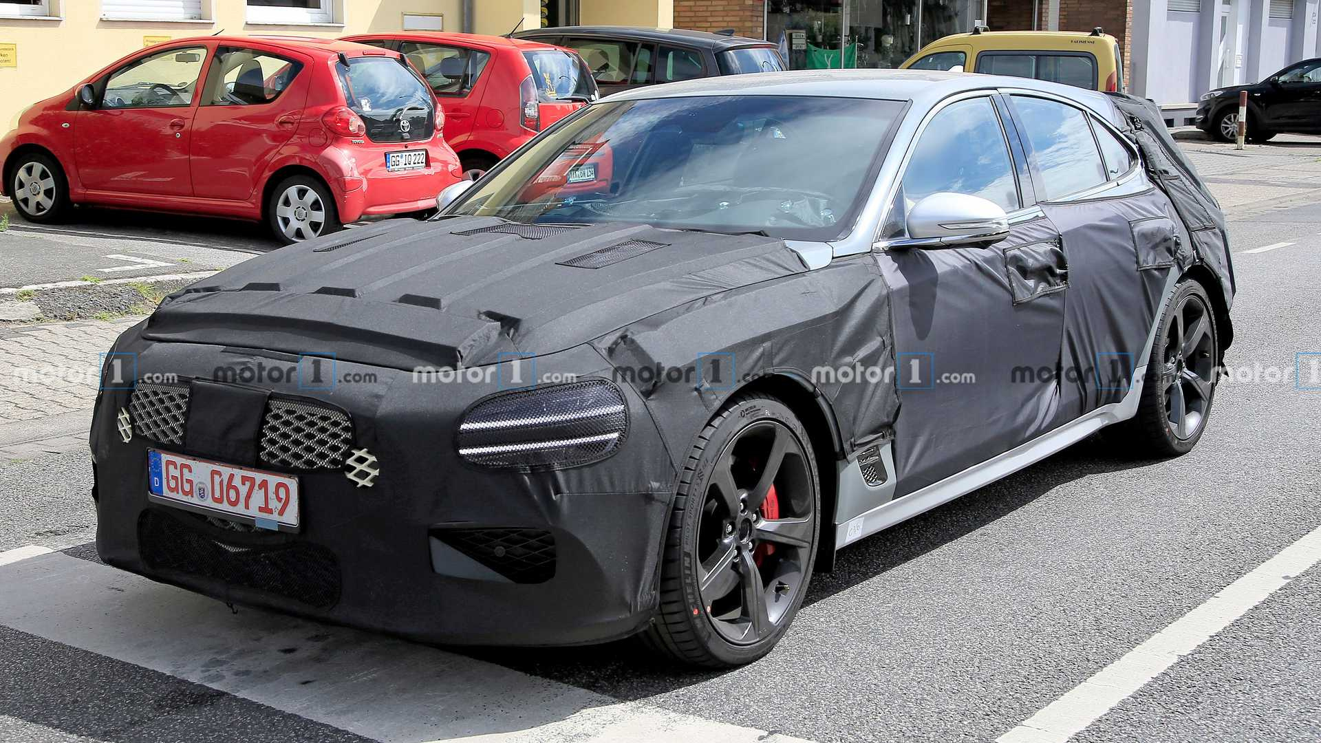 2021 - [Genesis] G70 Shooting Brake Genesis-g70-shooting-brake-wagon-spied-front-angle