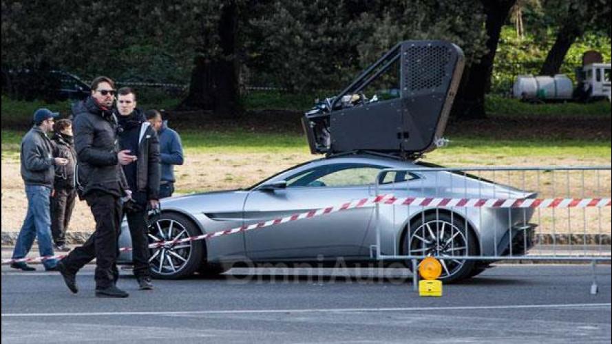 L'Aston Martin DB10 di James Bond si guida… dal tetto!