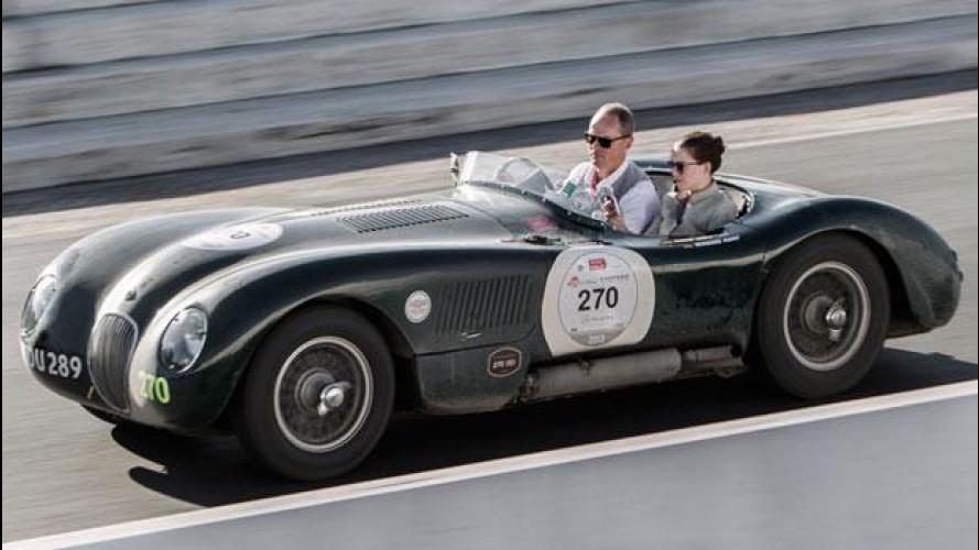 Salvatore Ferragamo e Daniel Day Lewis al volante delle Jaguar d'epoca