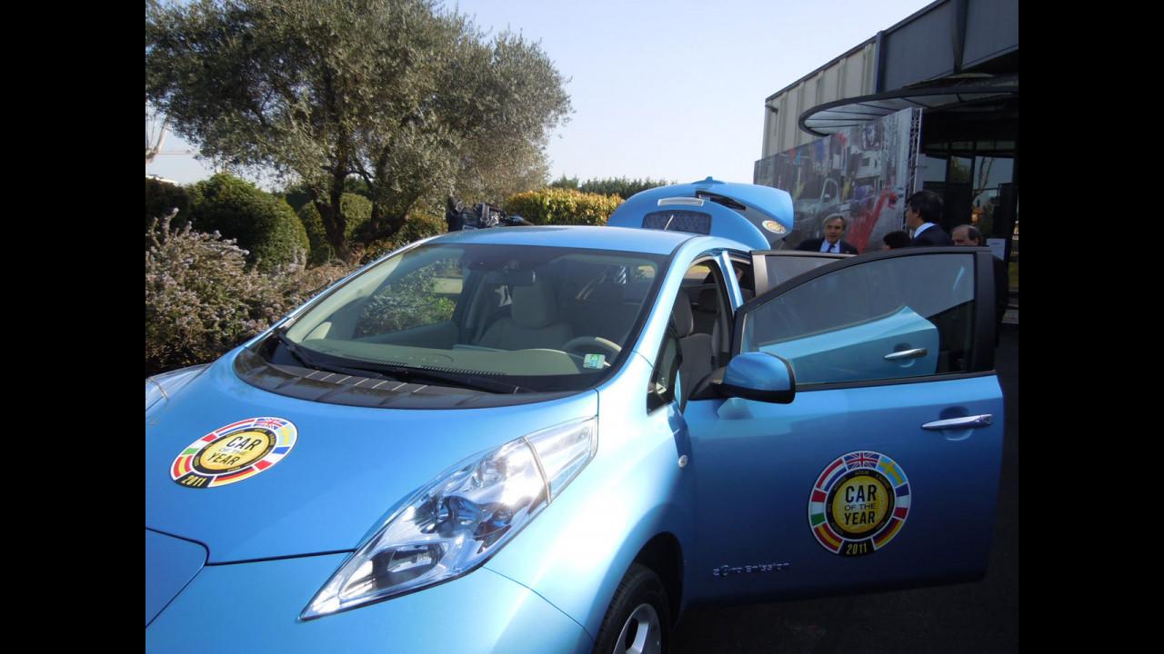 I politici italiani provano la Nissan Leaf