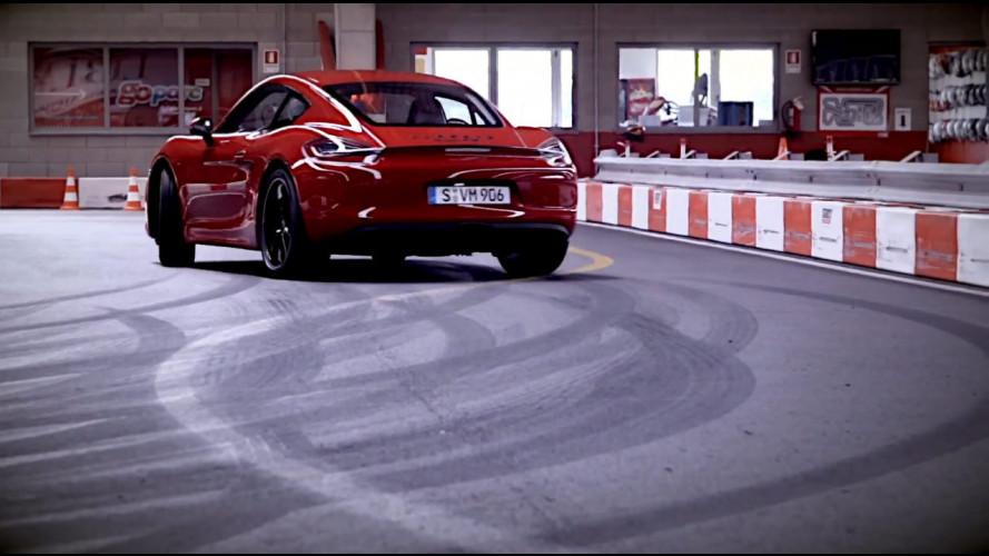 Porsche Cayman GTS, acrobazie al kartodromo [VIDEO]