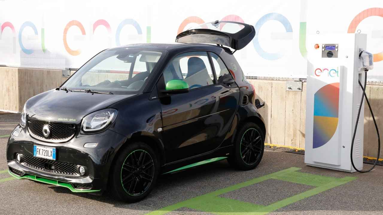 [Copertina] - Ricarica auto elettrica, ecco il piano Enel per l'Italia